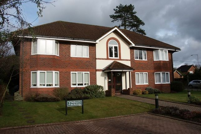 Thumbnail Flat to rent in Hyrons Court, Amersham, Buckinghamshire
