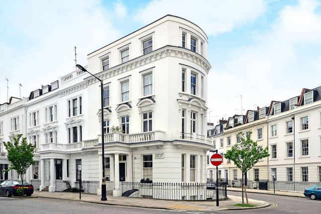 Thumbnail Flat for sale in Westmoreland Terrace, Pimlico