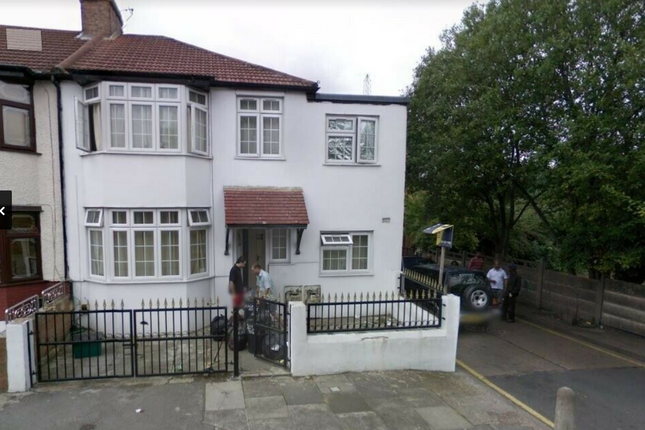 4 bed flat to rent in Agnes Avenue, Ilford IG1