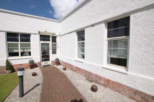 Thumbnail Flat to rent in Canniesburn Quadrant, Glasgow