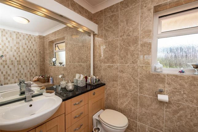 Ensuite of Hill Rise, Seaford BN25