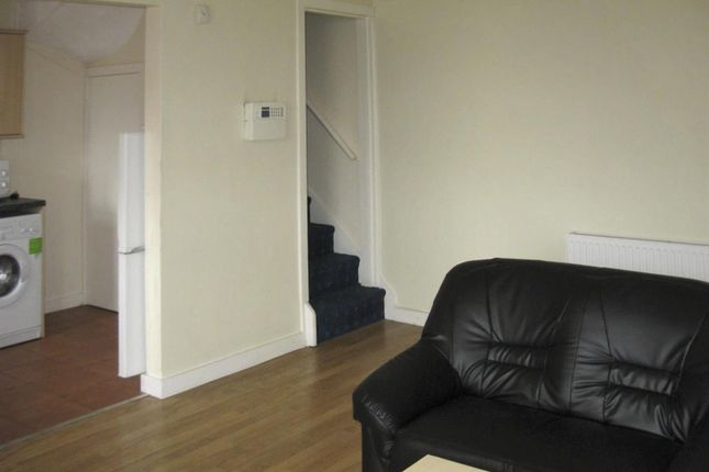 Thumbnail Property to rent in Hessle Avenue, Hyde Park, Leeds