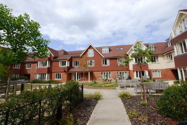 Thumbnail Flat to rent in Hammond Way, Yateley