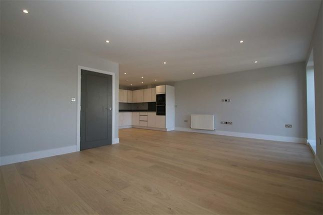 Thumbnail Flat for sale in The Mount, Brentwood, Essex