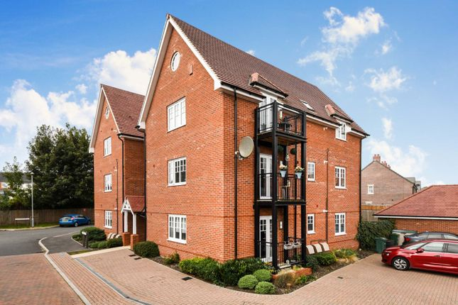 Thumbnail Flat for sale in Norman Close, Halstead