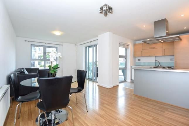 Thumbnail Flat for sale in Lyndon House, Queen Mary Avenue, South Woodford, London