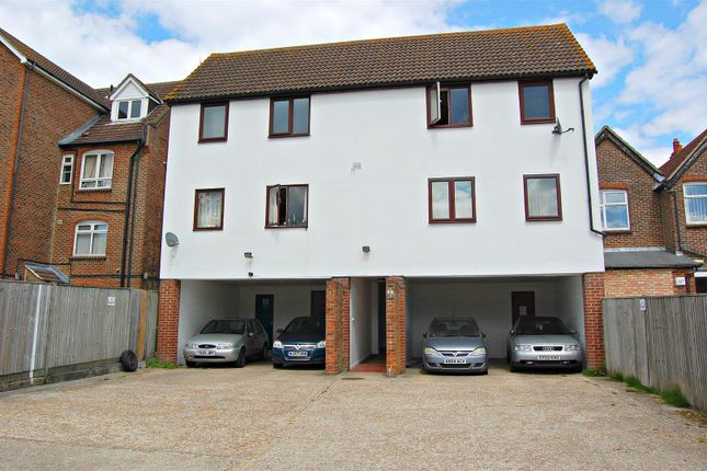 Thumbnail Flat to rent in Charles Street, Petersfield