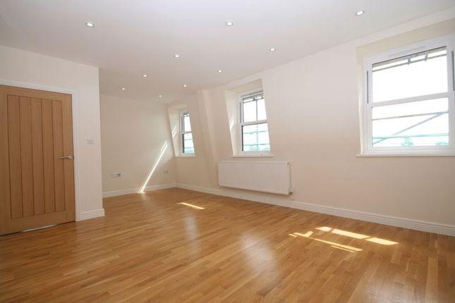 2 bedroom flat to rent in Ambassador House, Cavendish Avenue, Harrow