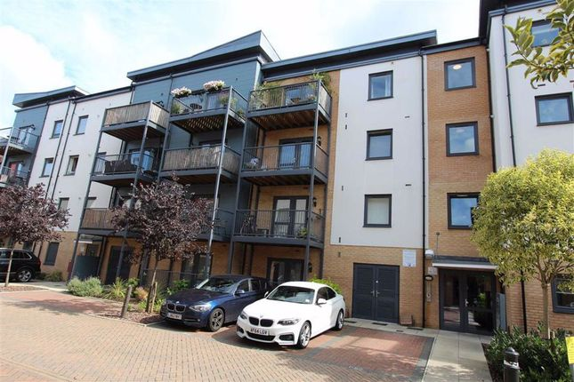 Thumbnail Flat for sale in Shingly Place, North Chingford, London