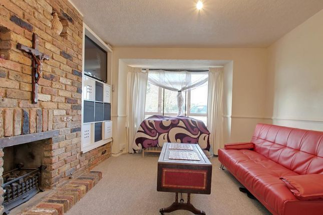 Thumbnail Terraced house to rent in Greenway, Hayes, Middlesex