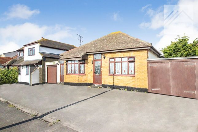 Thumbnail Bungalow for sale in Park Avenue, Canvey Island