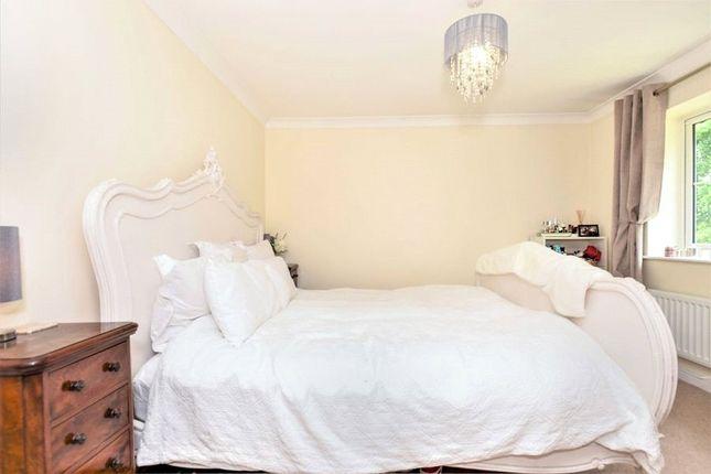 Bedroom of Phoenix Rise, Crowthorne, Berkshire RG45
