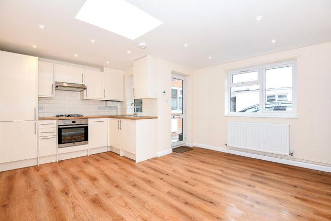 Thumbnail Maisonette to rent in Station Road, Gerrards Cross