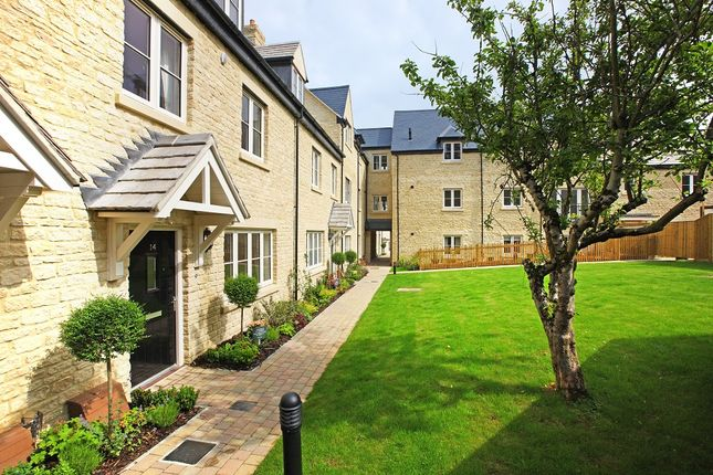 Thumbnail Flat for sale in 39, Penhurst Gardens, Off New Street, Chipping Norton, Oxfordshire