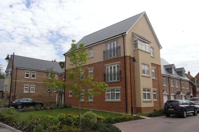 2 bed flat to rent in Sandhills Lane, Virginia Water GU25