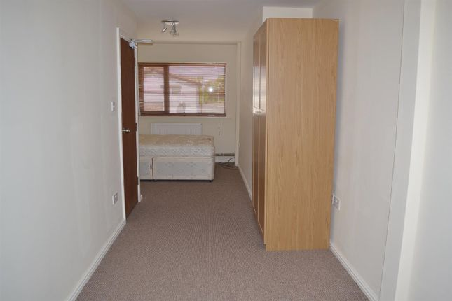 Thumbnail Property to rent in Avebury Close, Salford