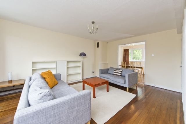 3 bed property to rent in Lakeside, Ealing, London