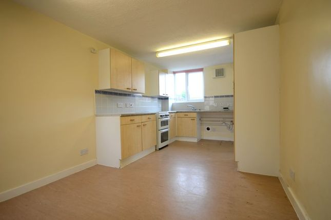 2 bed terraced house to rent in Venning Road, Arborfield, Reading