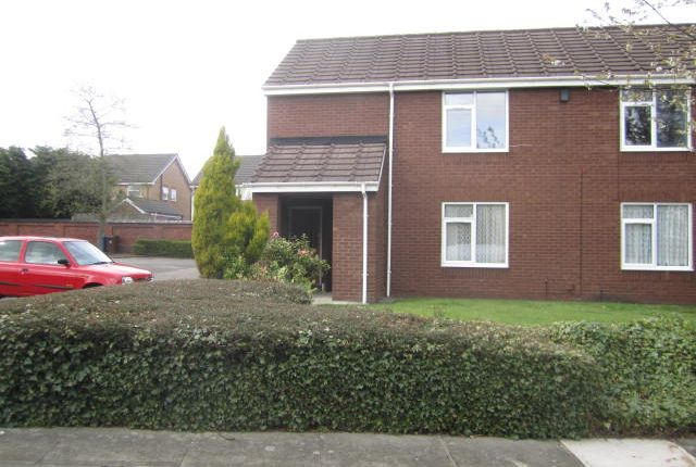 2 bed flat to rent in Orchard Close, Leigh, Greater Manchester WN7