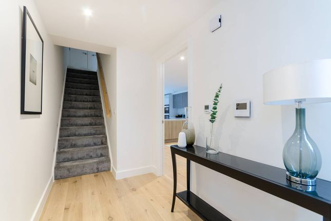 Thumbnail Property for sale in Starling Mews, Berrylands