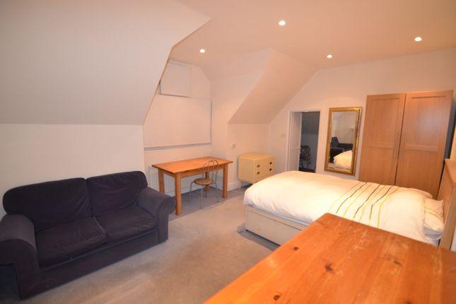 Studio to rent in Worple Road, West Wimbledon