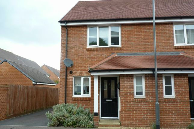 Thumbnail Semi-detached house to rent in Meadow View, Amersham