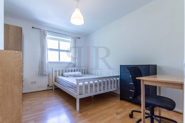 Thumbnail End terrace house to rent in Sutton Street Shadwell, London