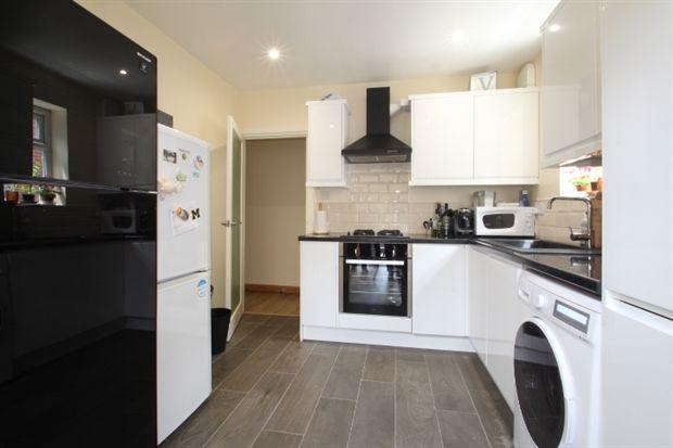 2 bed maisonette to rent in Links Way, Beckenham