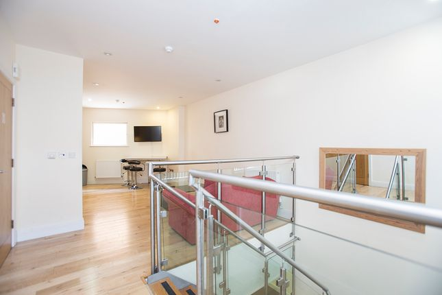 Thumbnail Flat for sale in Murray Street, London