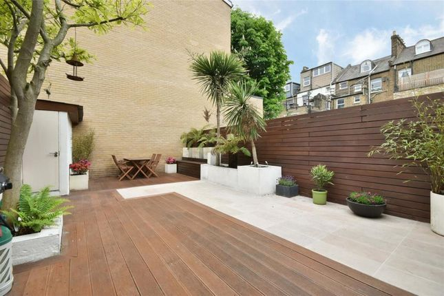 Thumbnail Flat for sale in Medley Road, London
