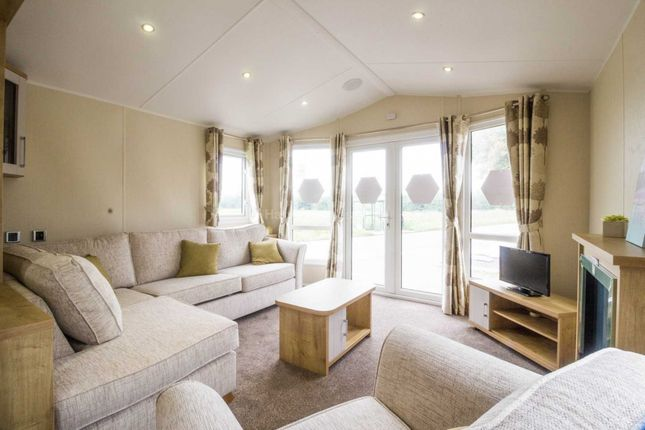 Thumbnail Mobile/park home for sale in Corton, Lowestoft, Suffolk