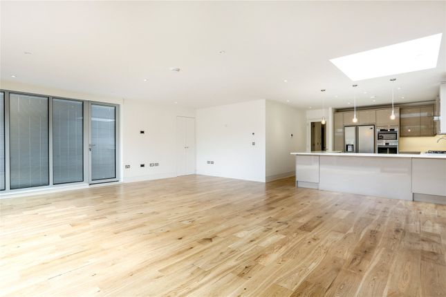 Flat for sale in Upper Richmond Road, London