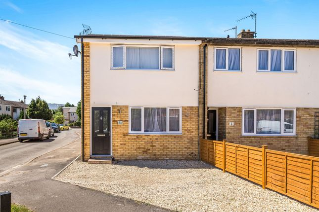 Thumbnail Flat to rent in Chichester Close, Bicester