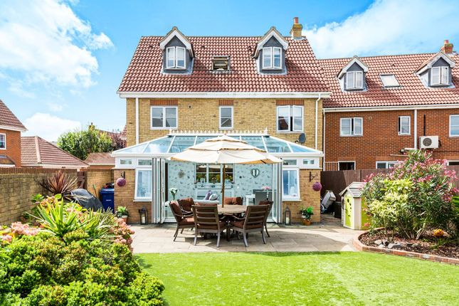 Thumbnail Detached house for sale in Norfolk Place, Chafford Hundred, Grays