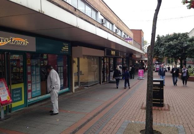 Retail premises to let in 17, Lord Street, Wrexham