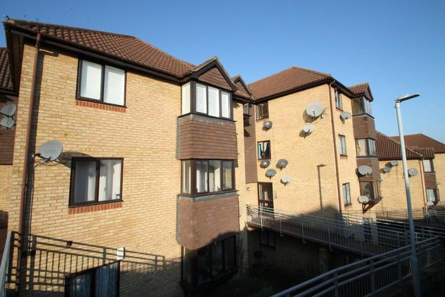 Thumbnail Flat to rent in Hattersfield Close, Belvedere