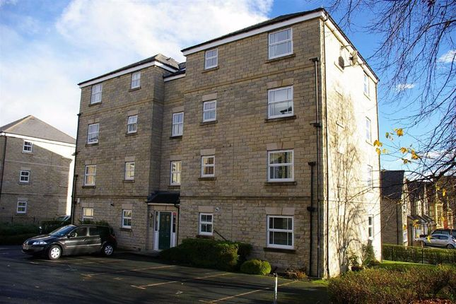 2 bed flat to rent in Bishopdale Court, Savile Park, Halifax HX1