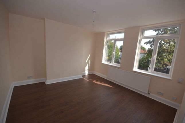Thumbnail Flat to rent in Courtlands Drive, Watford