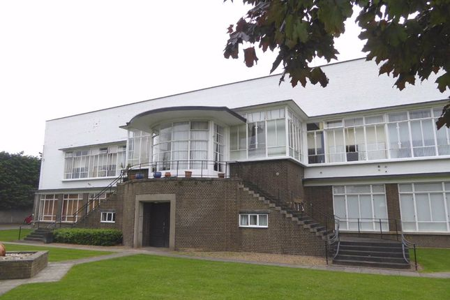 1 bed flat to rent in Lime Grove, Rushden, Northants NN10
