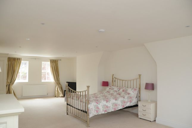 Thumbnail Flat to rent in Fairmile, Henley-On-Thames
