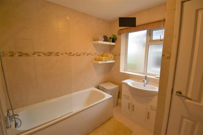 Family Bathroom of Parkfield Avenue, Astley, Manchester M29