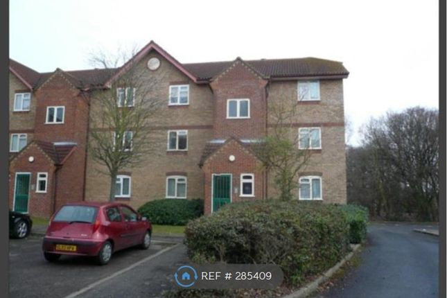 Thumbnail Flat to rent in Gainsborough Road, Hayes