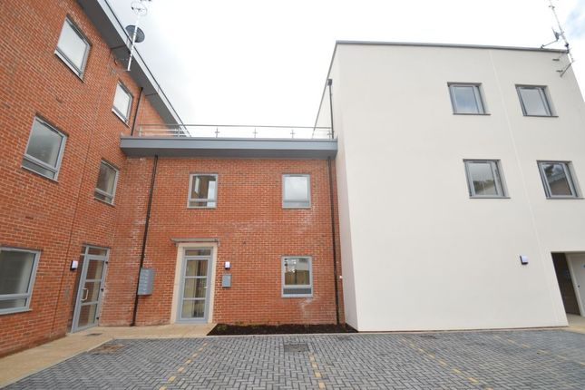 1 bed flat to rent in Pallatia Court, High Wycombe