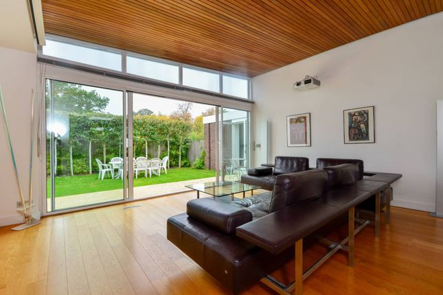 Thumbnail Bungalow to rent in Tollgate Drive, Dulwich Village
