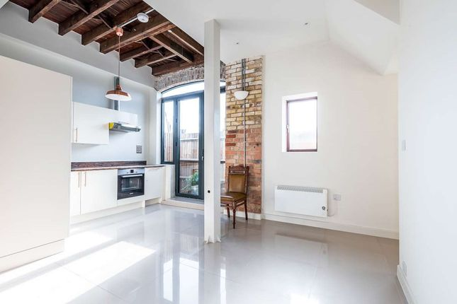 Thumbnail Flat to rent in Bert Road, Thornton Heath