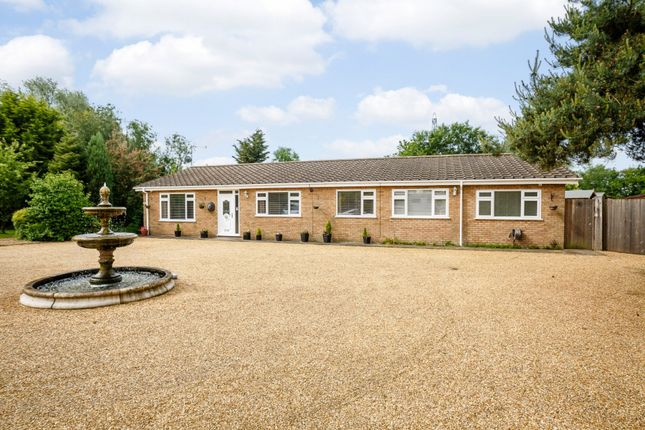 Thumbnail Bungalow for sale in Strongs Bank, Spalding, Lincolnshire