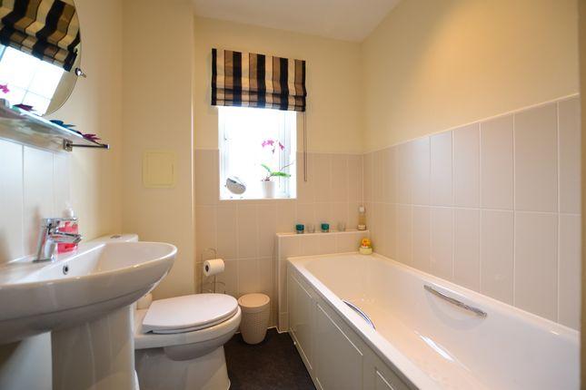 Bathroom: of Gresley Close, Watton At Stone, Hertford SG14
