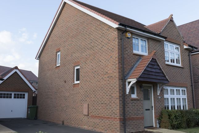 Thumbnail Detached house to rent in Goldcrest Road, Bracknell