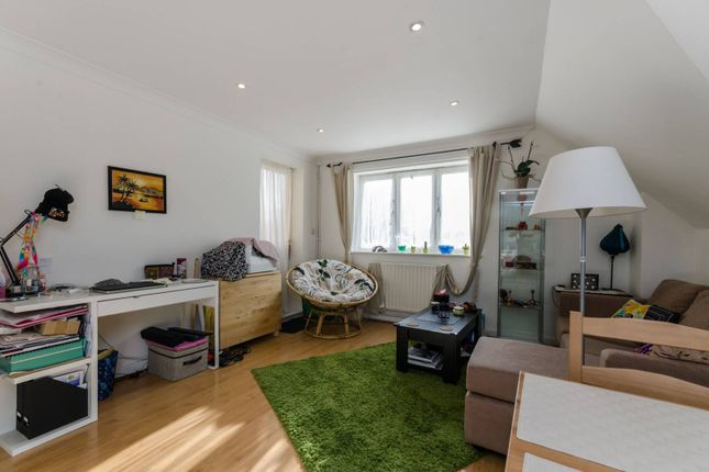 2 bed flat to rent in The Ham, Brentford TW8