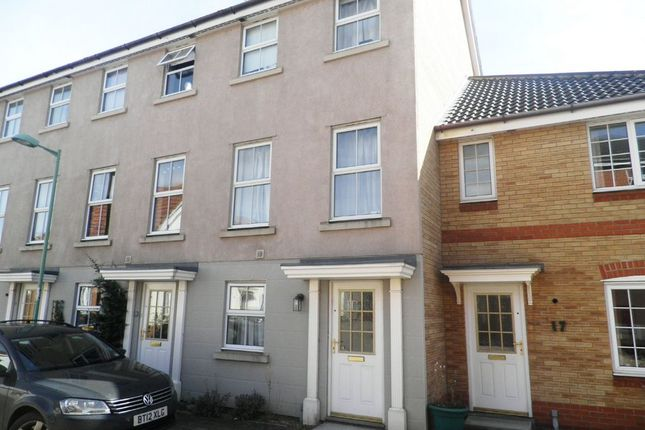 Thumbnail Town house to rent in Chaffinch Road, Bury St. Edmunds